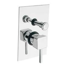אינטרפוץ 4 דרך מתאים למקלחת או לאמבטיה בעל שתי כניסות (מים קרים, מים חמים) ושתי יציאות (לראש מקלחת, מוט מקלחת, מוט פינוק, פיית מילוי לאמבטיה, ברז דלי)